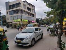 Táxi em uma estrada indiana imagem de stock