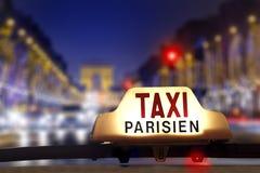 Táxi no Champs-Elysees Fotos de Stock