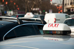 Táxi parisiense Fotos de Stock Royalty Free