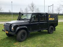 Táxi preto do papo de Rover Defender 130 da terra imagem de stock royalty free