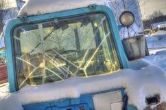 Táxi velho do trator com janelas quebradas Fotos de Stock