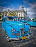 Táxi velho fora do edifício do Capitólio em havana Imagem de Stock Royalty Free