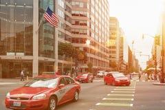 Táxi vermelho típico no distrito de Colômbia, Washington DC Fotos de Stock