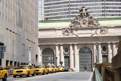 Táxis amarelos pela central grande, NYC Imagens de Stock
