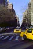 Táxis de New York City da Quinta Avenida imagem de stock
