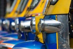 Táxis de Tuk-tuk em Banguecoque fotografia de stock