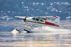 Táxis do hidroavião de Cessna em Patricia Bay, entrada de Saanich fotos de stock royalty free