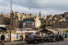 Táxis estacionados em Edimburgo, Escócia Fotografia de Stock Royalty Free