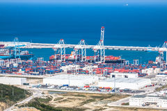 TÂNGER, MOROCCO-MAY 5,2013: Terminais de passageiro novo no porto de Fotos de Stock