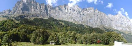 Tällibahn-Kabelbahn, die zu Gadmen-Dolomit nimmt Lizenzfreie Stockfotografie