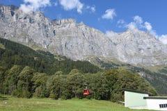 Tällibahn-Kabelbahn, die zu Gadmen-Dolomit nimmt Stockfotos