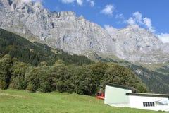 Tällibahn-Kabelbahn, die zu Gadmen-Dolomit nimmt Lizenzfreie Stockfotos