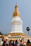 Täckande heligt tyg runt om Phra det Arkivbild