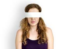 Täckt okontrollerat förbjudit borttappat begrepp för kvinna öga arkivbild