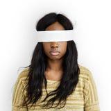 Täckt okontrollerat förbjudit borttappat begrepp för kvinna öga royaltyfri foto