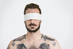 Täckt okontrollerat förbjudit borttappat begrepp för man öga arkivbild