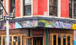 Täckte grafitti bommar för i New York City Royaltyfri Fotografi