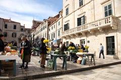 Täglich, Morgenmarkt in Dubrovnik, Kroatien lizenzfreie stockbilder