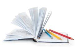 Tägliche und farbige Bleistifte Stockbild