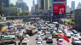 Täglicher Straßenverkehr in Bangkok stock footage