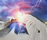 Tält efter stormen Arkivbild