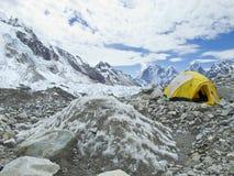 Tält i den Everest basläger, Nepal. Arkivbild