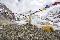 Tält i den Everest basläger, Nepal. Arkivfoton