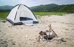 Tält och lägereld Royaltyfri Fotografi