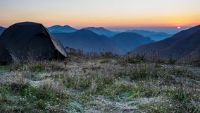 Tält på en överkant av berget lökformig Royaltyfri Fotografi