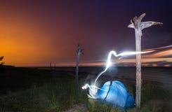 Tält på en nattstrand SOMMAREN landskap kust Arkivbilder