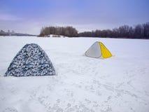 Tält på isen fotografering för bildbyråer