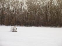 Tält på isen arkivbild