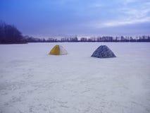Tält på isen arkivfoton