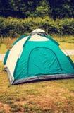 Tält som är klart i campa royaltyfri fotografi
