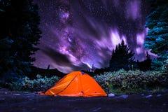 Tält under Vintergatan Arkivbild