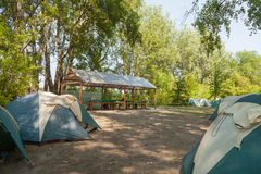 Tältläger som campar Arkivfoto