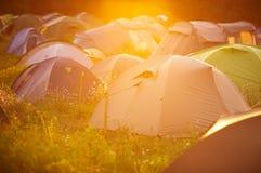 Tältstad på solnedgången Fotografering för Bildbyråer