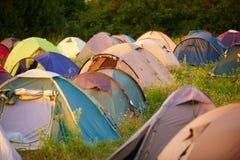 Tältstad på solnedgången Royaltyfria Bilder