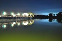 Tänd brygga på lägre Seletar behållare Arkivfoto
