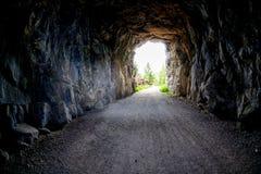 Tänd på slutet av tunnelen på Myra Canyon i Kelowna, F. KR., Kanada Royaltyfria Bilder