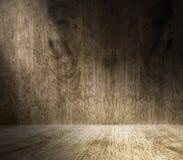 Tända från fönster i tomt ädelträrum, displ bakgrund för Royaltyfri Bild