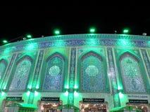Tända på den heliga relikskrin av Abbas Ibn Ali, Karbala, Irak på natten royaltyfria foton