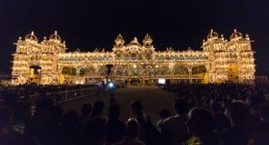 Tända på den Mysore slotten Arkivbild