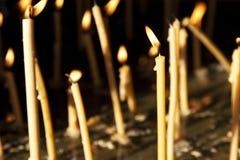 tända stearinljus Fotografering för Bildbyråer