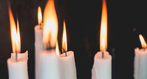 Tända stearinljus i kapellet av Lourdes Fotografering för Bildbyråer