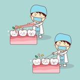 Tänder för rengöring för tandläkarebruksfloss Arkivbilder