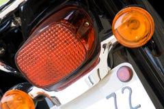 tänder motorcykelbaksidan Arkivfoto