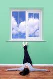 tänka för blå sky royaltyfria bilder
