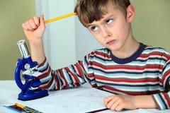 tänkande barn för forskare Royaltyfria Bilder