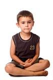 tänkande barn pojke i korrekt läge Arkivfoton